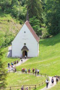 Ruhiger Gebetsmarsch zur Unteren Ranftkapelle